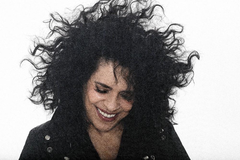 Gal Costa canta balada enviada por Adriana Calcanhotto para o anterior álbum de estúdio — Foto: Divulgação / Bob Wolfenson