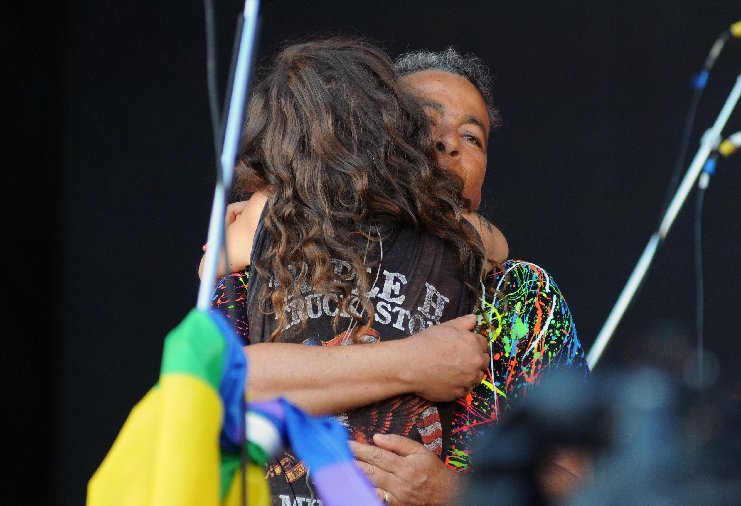 Ana Cañas recebe Hyldon durante show no Palco Sunset no Rock in Rio 2017 (Foto: Alexandre Durão/G1)