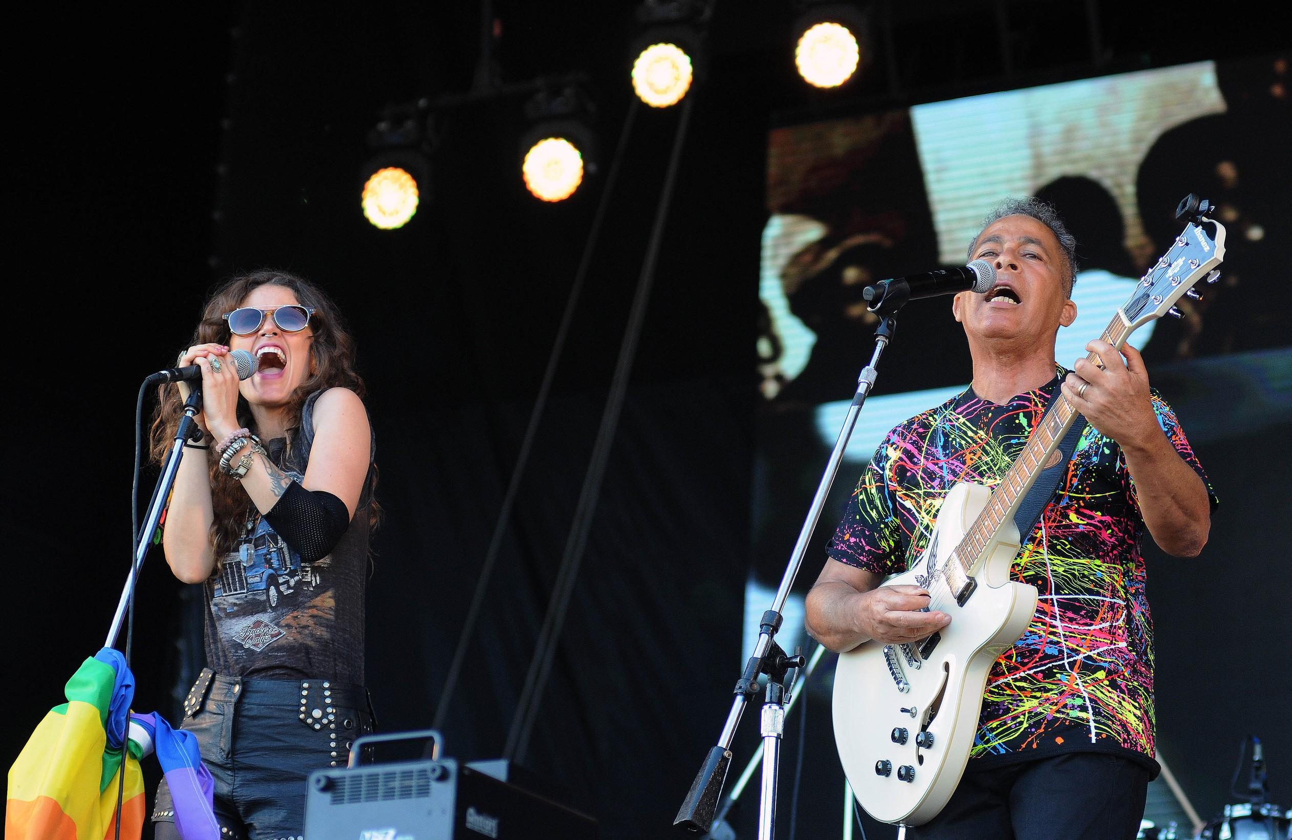 Ana Cañas e Hyldon (Foto Alexandre Durao)