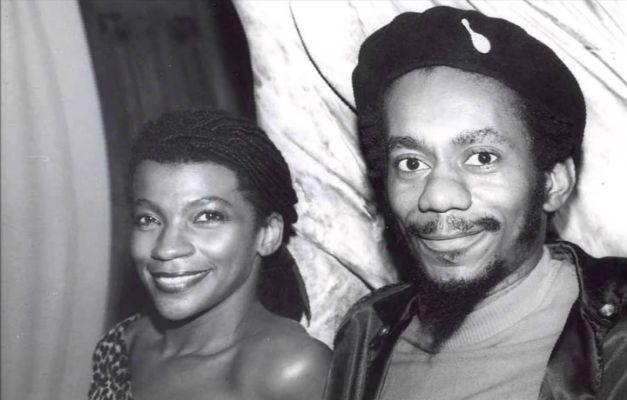 Luiz Melodia, no final dos anos 1970, com Zezé Motta, que se tornou uma de suas maiores amigas e intérpretes de suas músicas